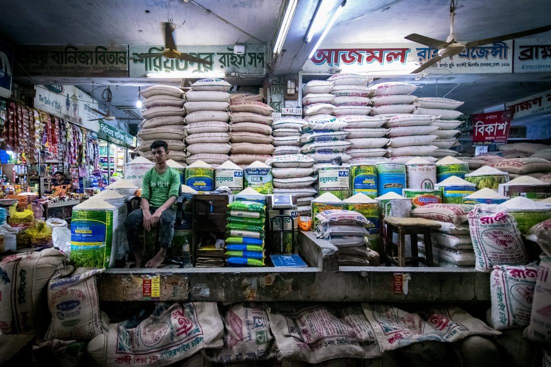 在孟加拉看守五穀倉庫的約瑟馮縉康