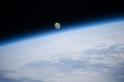 月球將遠古地球壓成一顆馬鈴薯?!