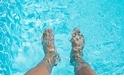 一座泳池裡有多少尿?可能有100多瓶瓶裝水那麼多!