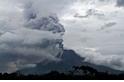 西納彭火山爆發,噴出濃灰高達7公里