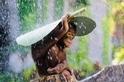 雨中的猩猩