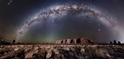 在艾爾斯岩的星空下