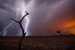 林火季節:雷電交加