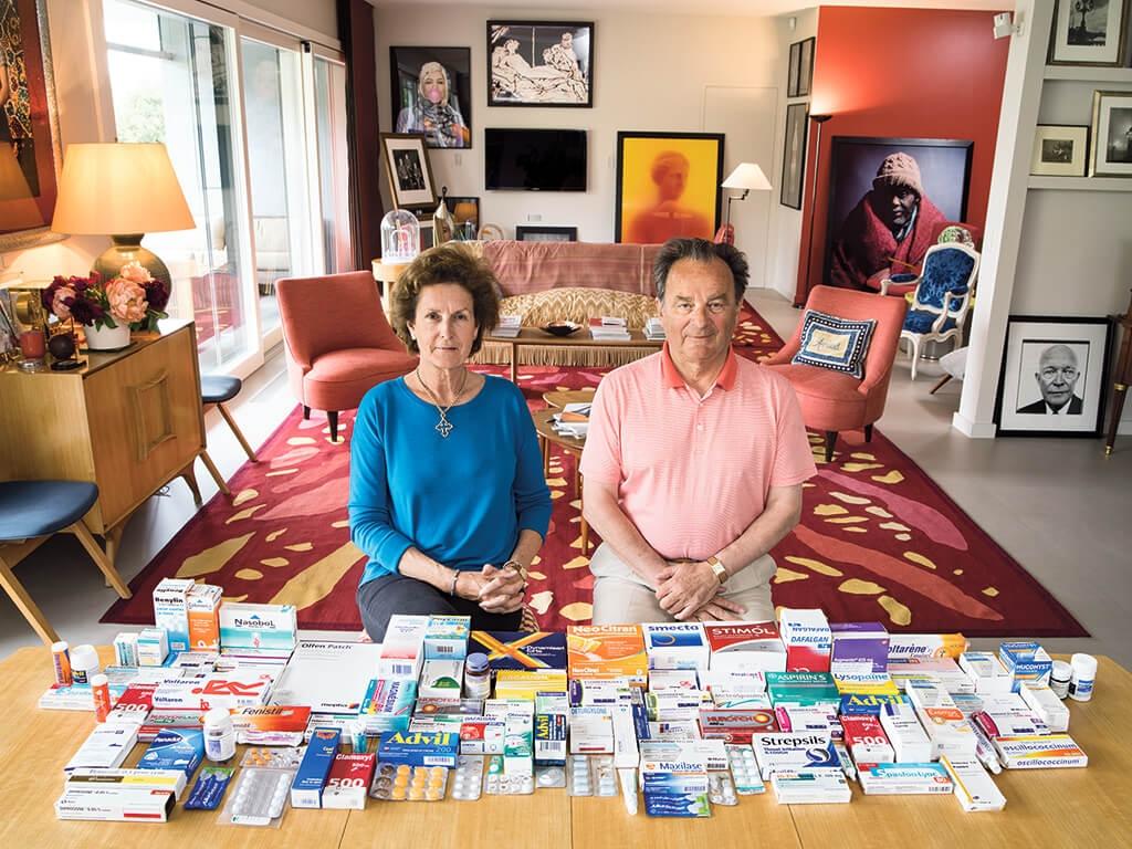 瑞士 藝術收藏家坎德利塔和阿諾.布魯內爾有滿滿一櫃的藥物。 | 攝影:加布里爾.卡林伯迪