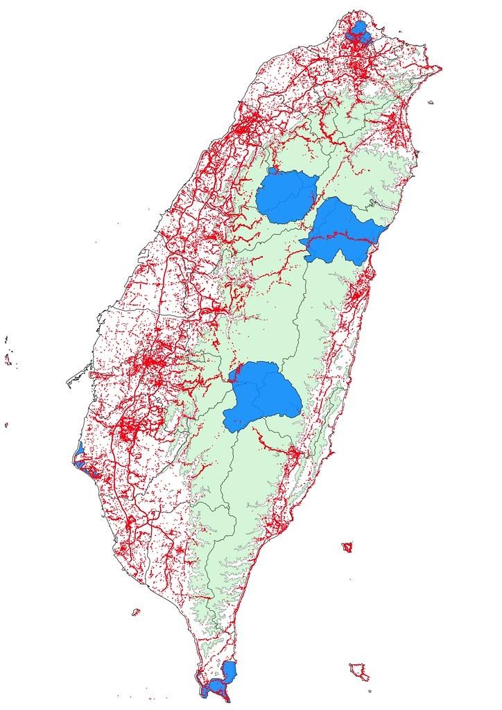彙整16萬筆資料,4880位公民科學家,記錄583種10萬7000隻,結合公民參與的路殺社發布臺灣百大路殺熱點。製圖:林德恩