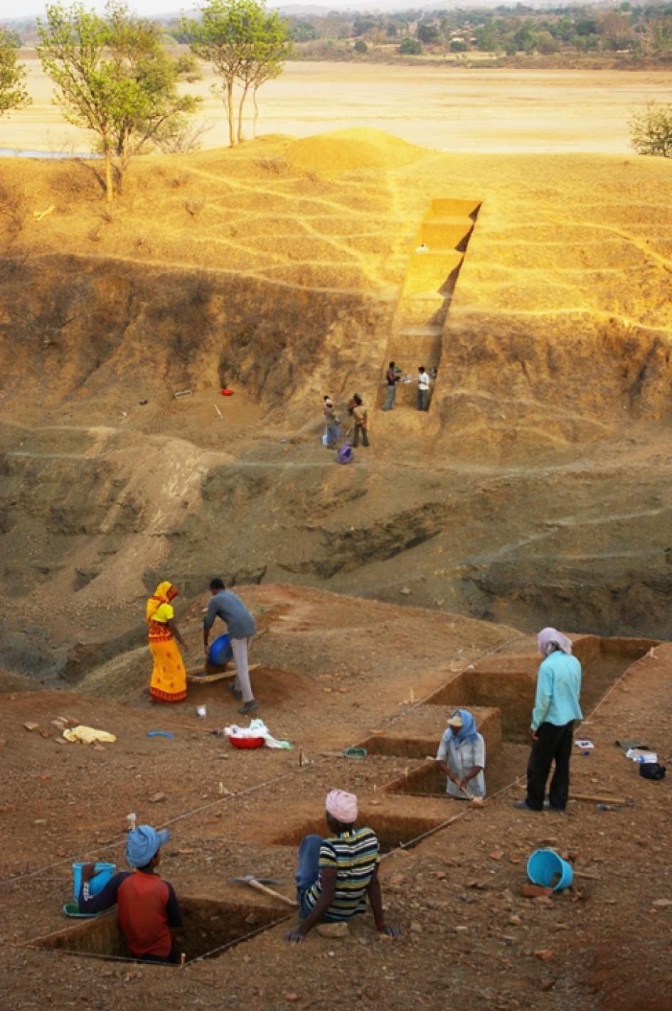 印度中部中央邦(Madhya Pradesh)達巴遺址的發掘現場。PHOTOGRAPH BY CHRISTINA NUEDORF