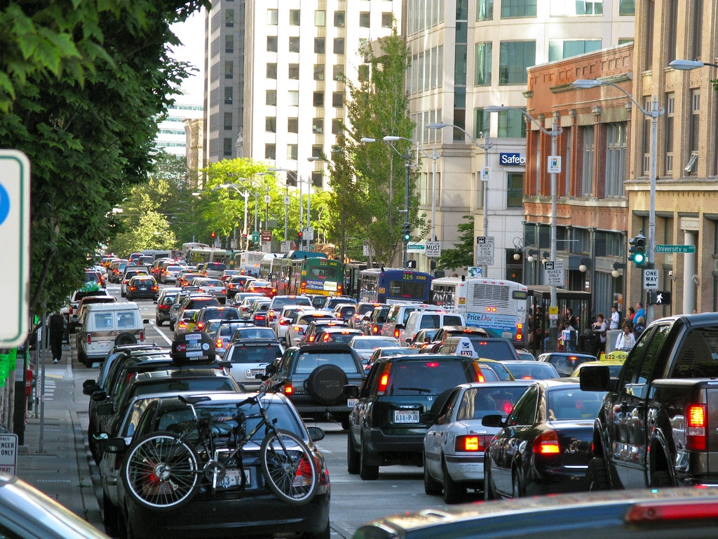 壅塞中的美國西雅圖道路。照片來源:Oran Viriyincy(CC BY 2.0)