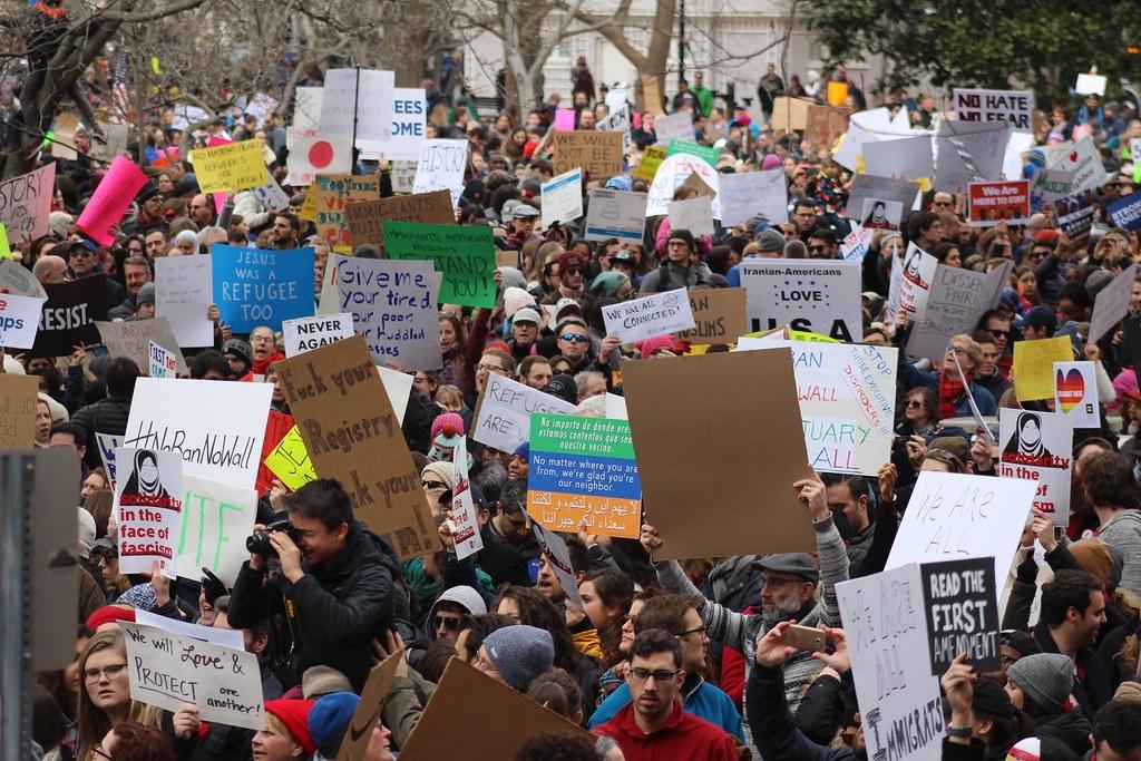 環境行動人士坦言,線上倡議的效果不如實體群眾集會和抗議。照片來源:Ryan(CC BY 2.0)