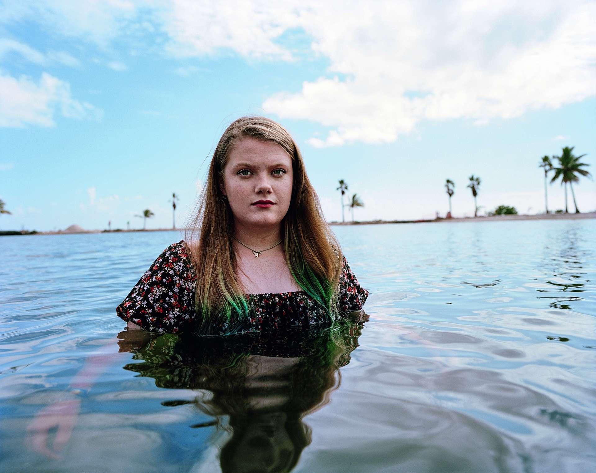 20歲的德蕾妮.雷諾茲身高157公分。她在演說中總會提到,在她60歲的時候,她的家鄉佛羅里達州的海平面將上升至她的腰部。在她100歲的時候,海平面將遠高過她的頭頂。清楚明瞭。「小孩都懂。」她說。PHOTO: VICTORIA WILL