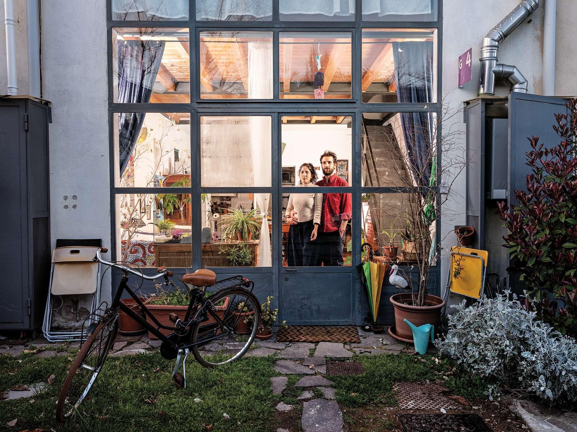 葛瑞塔.塔尼尼和克利斯多佛羅.利比通常並不住一起,但在這座被關閉的城市裡,他們選擇待在一起。「我們寧可繼續維持隔離生活,也不要冒險外出或危及別人的健康。」塔尼尼說。攝影:加布里爾.卡林伯迪