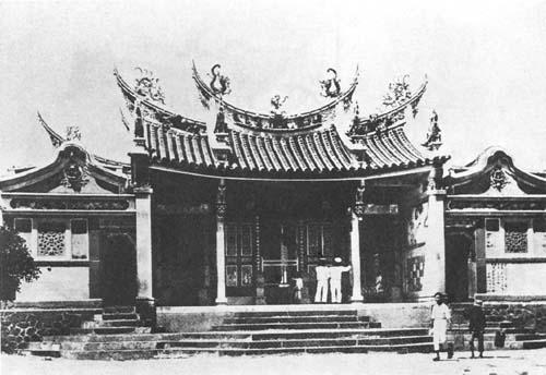媽祖信仰約從明清時期傳入臺灣,逐漸「本土化」後,成為普遍的民間信仰。圖為日治時期的澎湖天后宮,這是臺灣最古老的媽祖廟。 圖片來源│Wiki