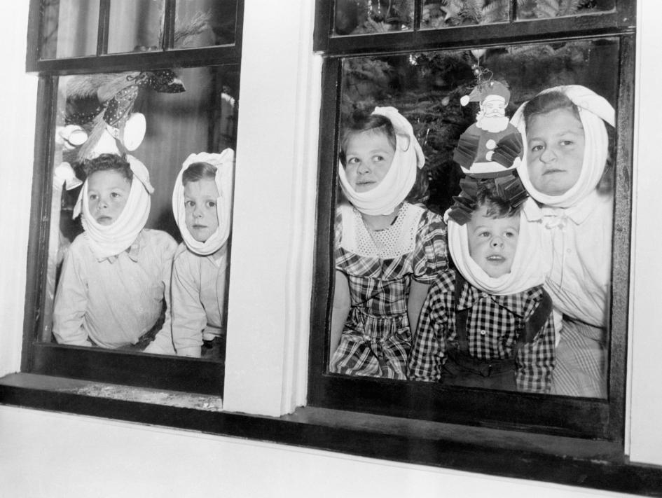 在1948年的紐約羅徹斯特,這五個兄弟姊妹全都得了腮腺炎,這是一種傳染力很強的病毒性疾病。1964年,在希爾曼做出可對抗腮腺炎的疫苗之前,全美估計約有21萬個病例。2019年則只有3474例。 PHOTOGRAPH BY BETTMANN, GETTY