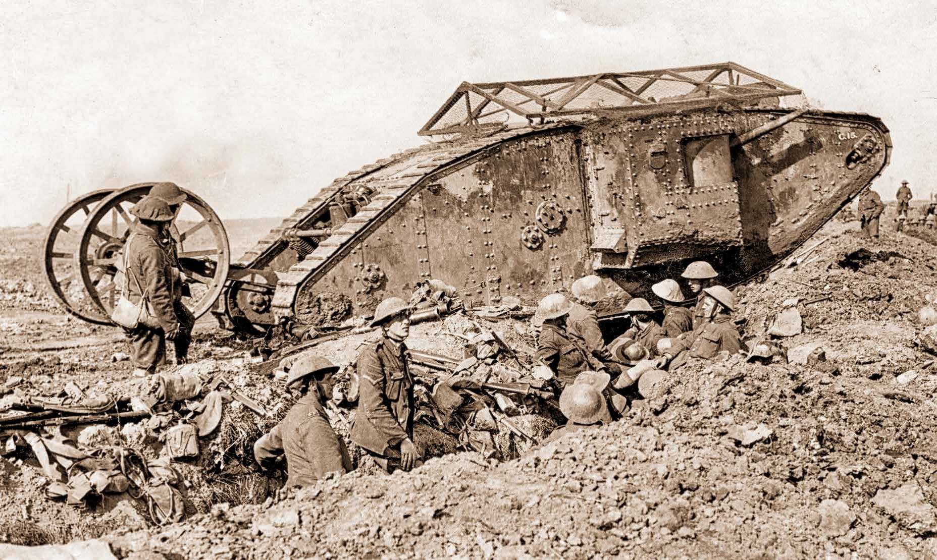 1916年9月15日,編號C15的Mark I參與了夫雷爾-古瑟列特之役,這是戰車參與的第一場戰鬥。