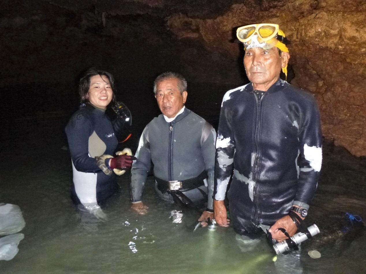 洞內的水原本很清澈,後來變混濁。攝影:杜銘章