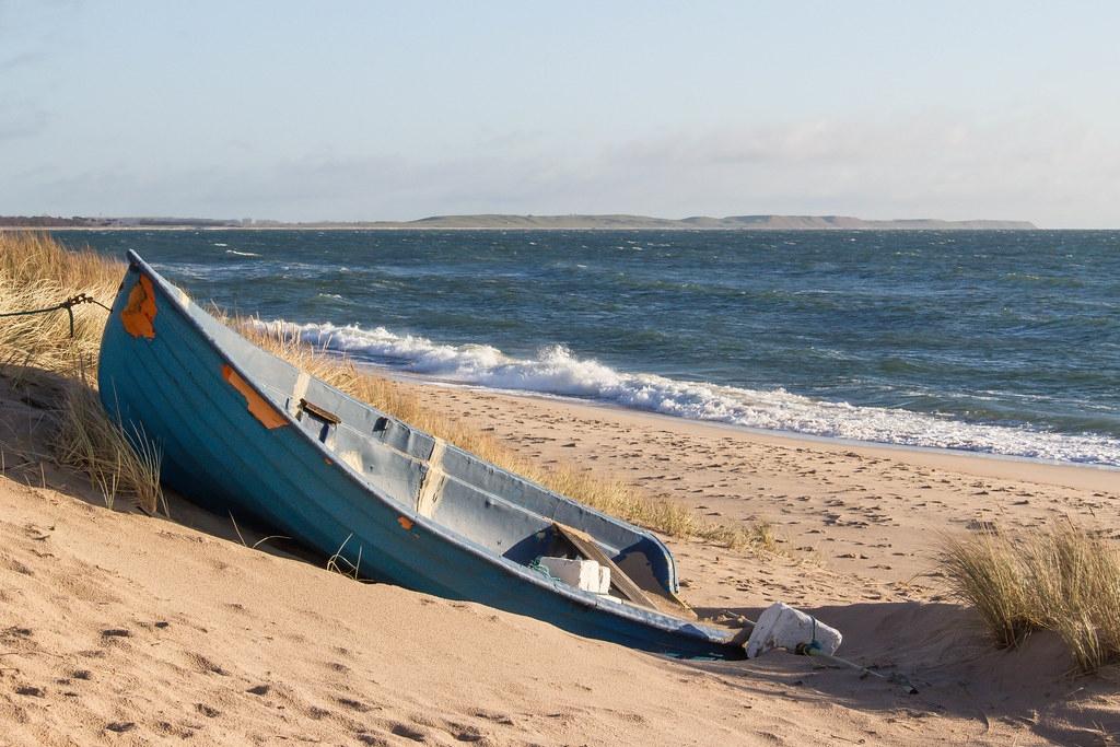 不需要註冊的休閒船隻,一旦處置費用超過轉售價值,便經常被隨意丟棄。照片來源:Susanne Nilsson(CC BY-SA 2.0)