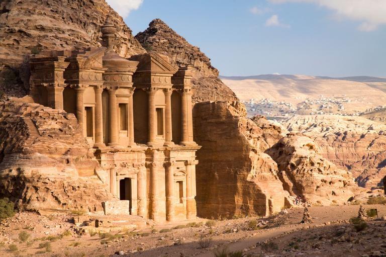 約旦古城佩特拉發現巨型遺跡