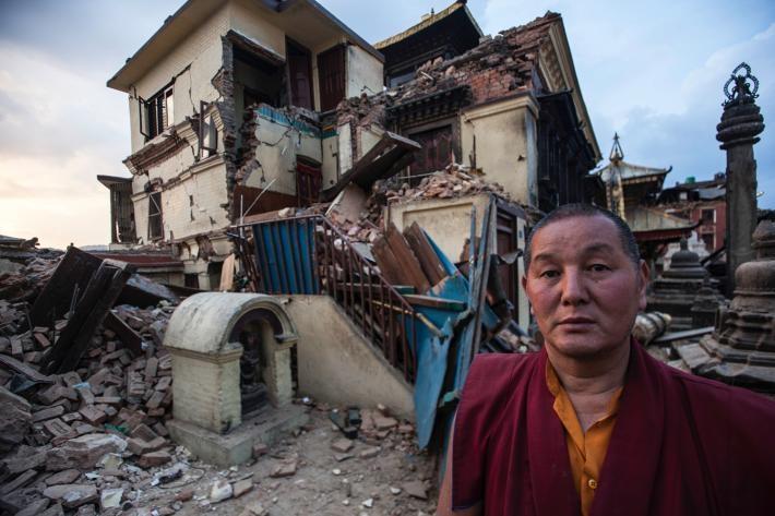 父子檔攝影師 聯手記錄尼泊爾殘破家園