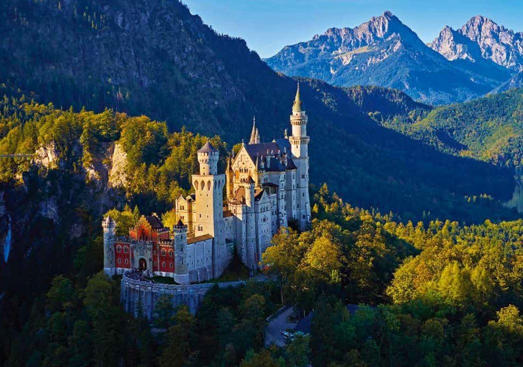 140-141 新天鵝堡是集體想像中的童話城堡,也一直歐 洲遊客最多的城堡,每年約有140萬人參觀。