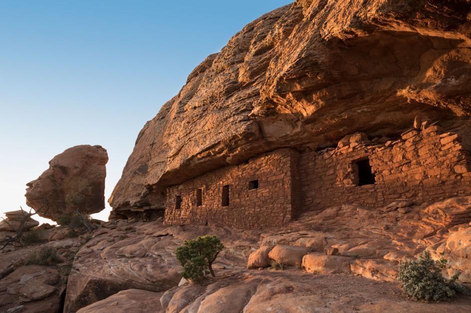 這件刺青工具由古普韋布洛人(Ancestral Puebloan)製作,他們居住在美國猶他州雪松高原(Cedar Mesa)區域內像照片這樣的遺址。PHOTOGRAPH BY AARON HUEY, NAT GEO IMAGE COLLECTION