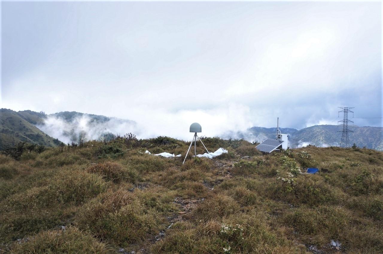 位於七彩湖的GPS連續觀測站(中研院蘇宣翰先生提供)