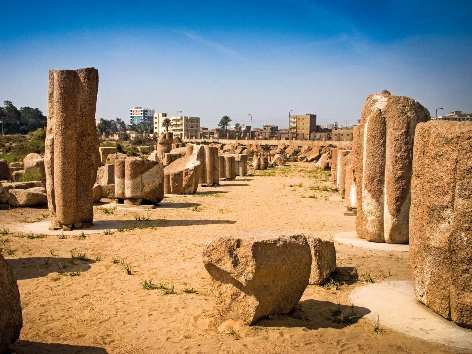 這座紅色花岡岩廢墟座落在尼羅河三角洲東部的當代城市扎加齊格(Zagazig)市郊附近。 PHOTOGRAPH BY JIM HENDERSON/ALAMY/ACI