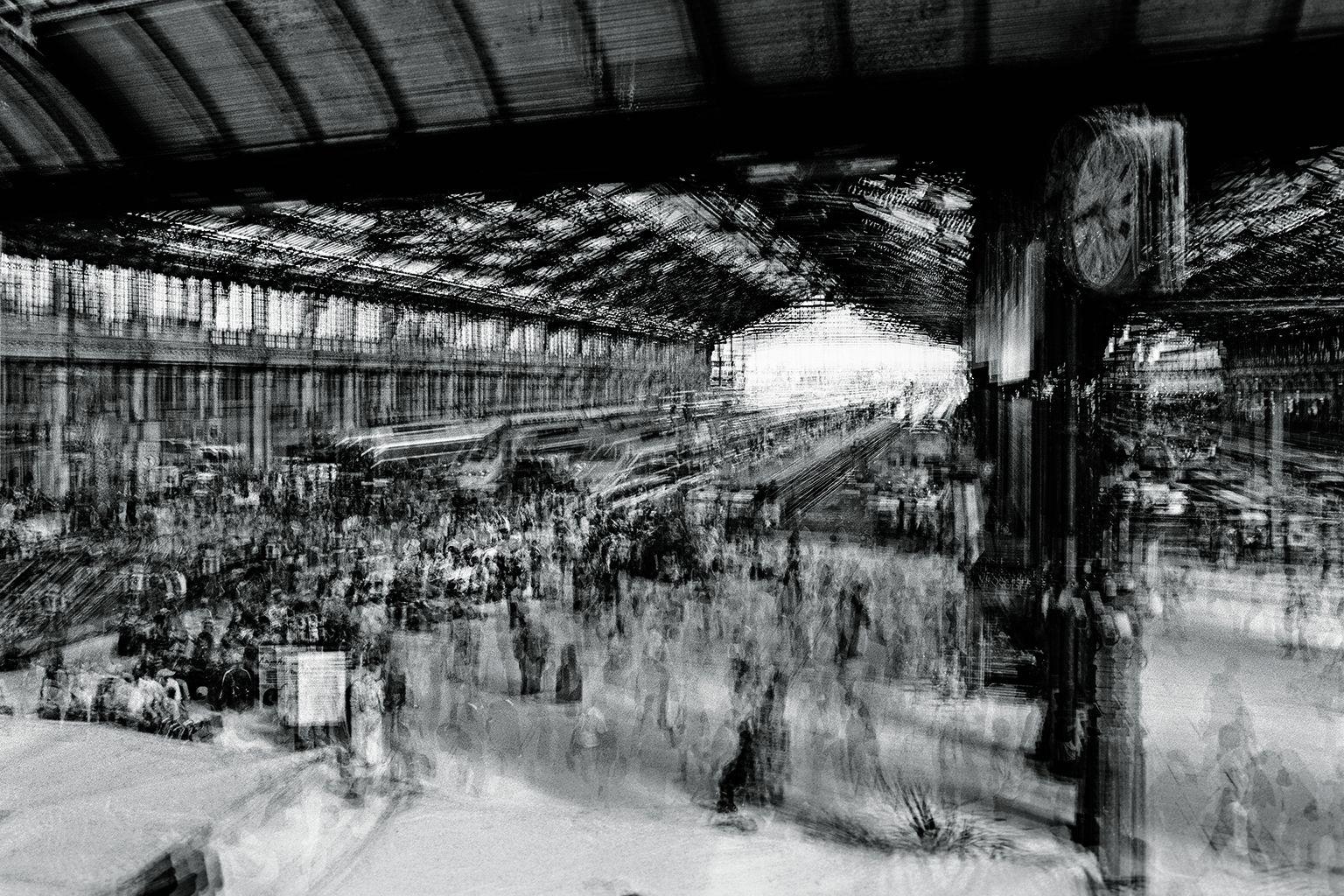 巴黎的里昂車站人潮熙來攘往、貨物川流不息,交通網絡成為工商社會的脈動,每個人生活中也處處離不開這個分秒不停的系統,時時刻刻受到集體的時間規範。攝影:李浩