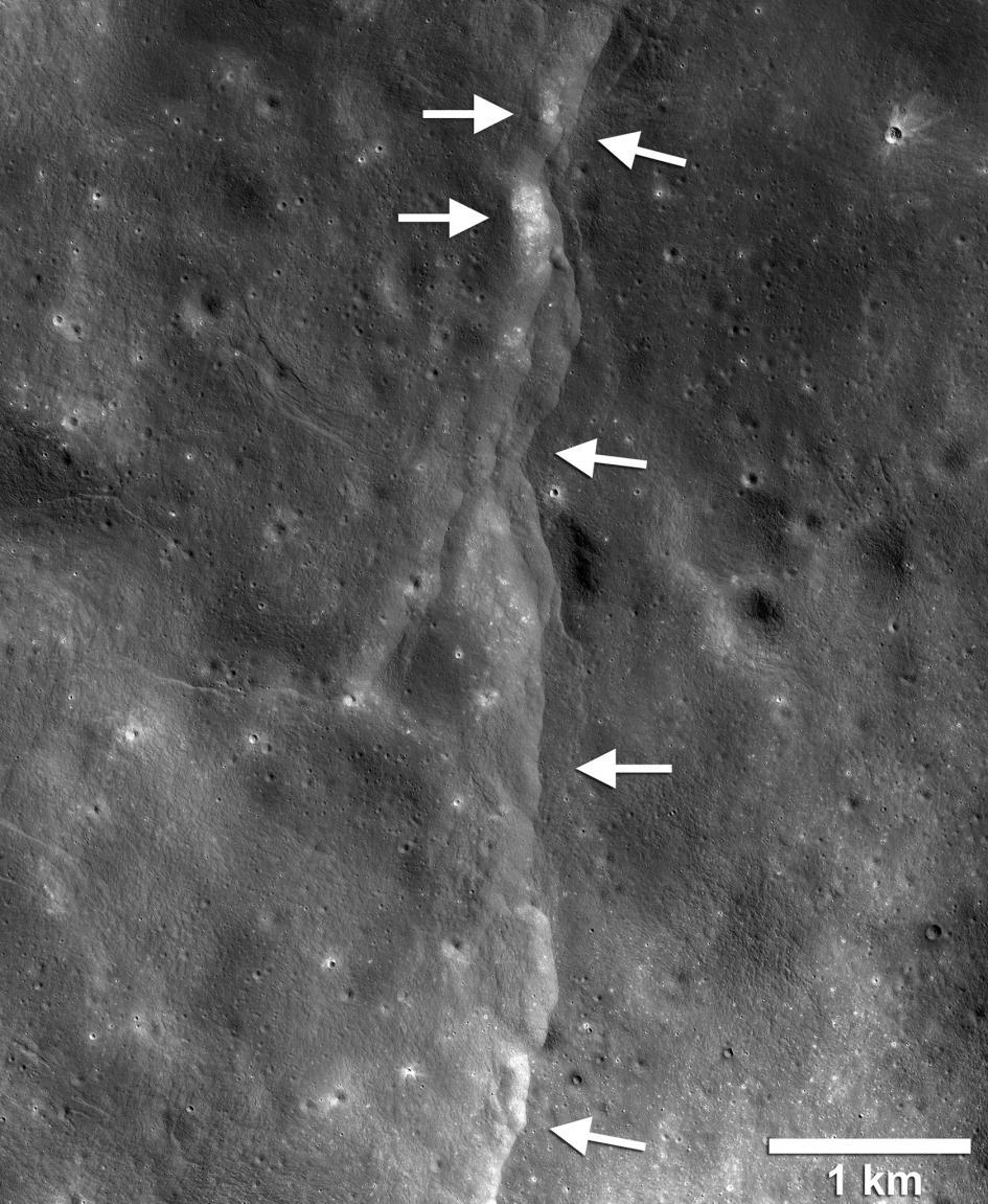 根據阿波羅時期放置在月面上儀器所收集到的數據,我們的這顆灰色小衛星可能比過去所想的還要更為活躍。PHOTOGRAPH BY NASA/GSFC/ARIZONA STATE UNIVERSITY
