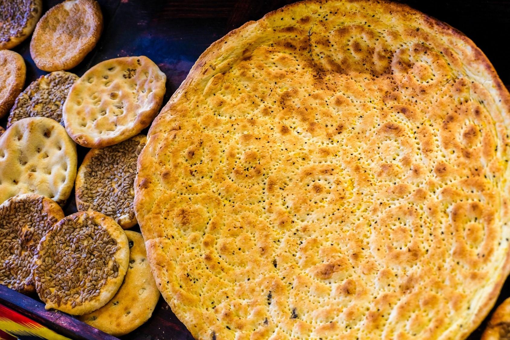 饢餅因容易保存、攜帶方便,一直是牧民喜愛的主食,更是新疆代表性的美食。