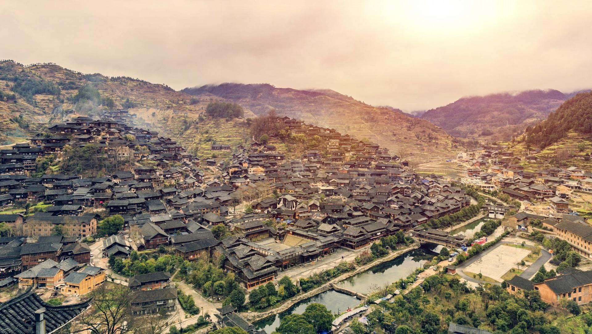 貴州居住著水族、瑤族、桐族、白族、壯族等不同的民族。