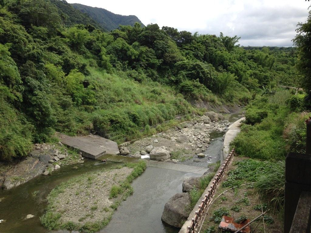 河川就在部落旁,鱉溪在居民心中舉足輕重,具有重要象徵意涵。攝影:廖靜蕙
