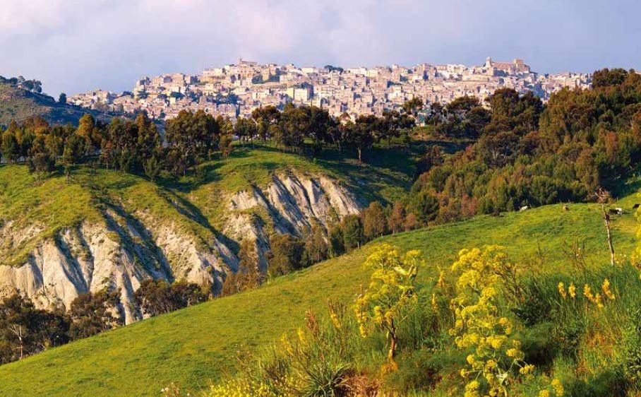 西西里寂靜的山城,有遺世獨立之美。