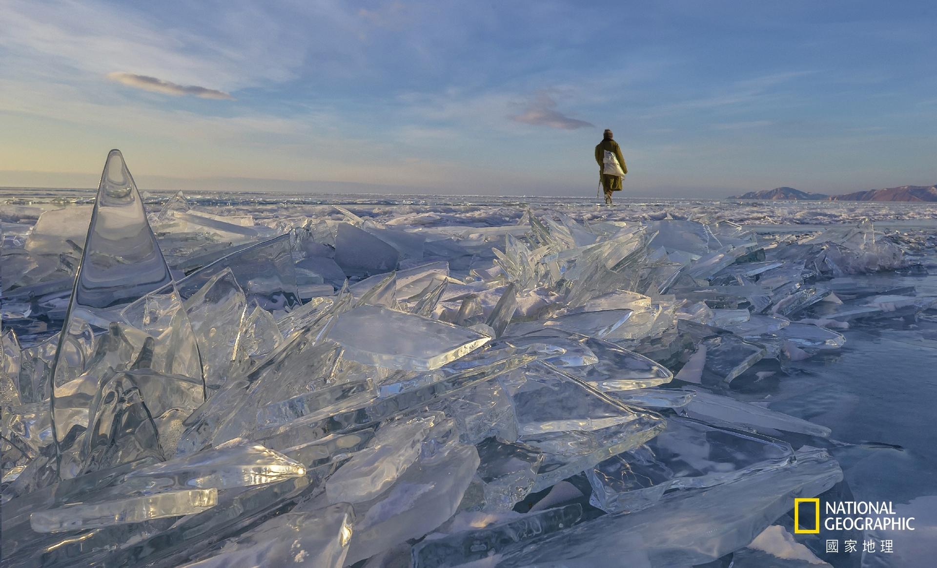 地方組冠軍:極凍世界 (攝影:陳鈺山)。俄羅斯貝加爾湖是全球最大淡水湖,深度可達1600多米,佔全球淡水儲存量的1/6。每年2月到4月湖面結冰,它的美只有你身歷其境才能體會大自然間的奧妙,只有美能形容。