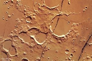 洞察號首度在火星上發現活動斷層帶!