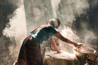 烹製米餅時的光線