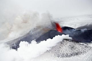 扎爾巴奇克火山爆發