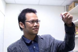 COVID-19疫苗研發大直擊!假扮冠狀病毒的奈米疫苗–專訪胡哲銘