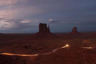 薄暮中的紀念碑谷
