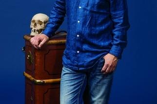 他根據考古學家的發現,重建栩栩如生的人臉塑像。