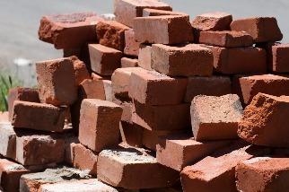 磚頭也能變電池?儲能研究揭最新奈米科技 關鍵因素在「多孔」