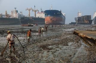 影像藝廊:拆船工人