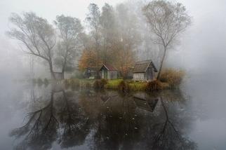 如夢似幻:朦朧湖景