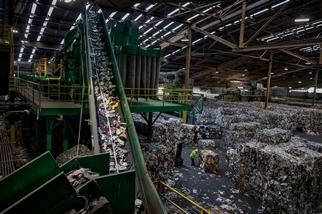 把塑膠垃圾燒掉發電,這樣做真的好嗎?