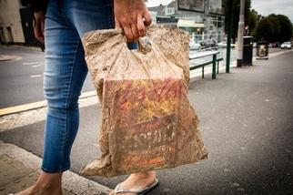 難以消失的塑膠!可生物分解塑膠袋,埋土三年後仍完好
