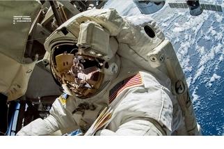 《俯視藍色星球》孤獨卻浪漫的太空遊記