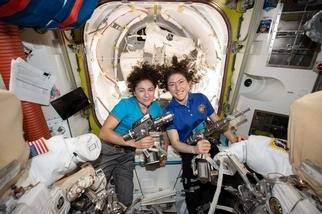 因為太空衣設計而成的阻礙──揭開首度「全女性」太空漫步的背後故事