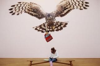 女孩與藝術品