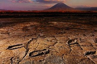 在火山的陰影中回到過去