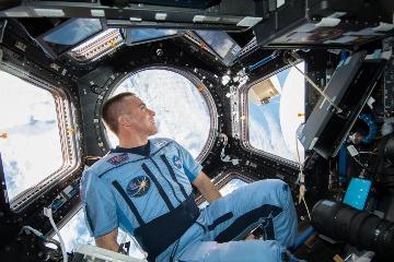 如何面對居家隔離生活?來聽聽太空人的專業建議!
