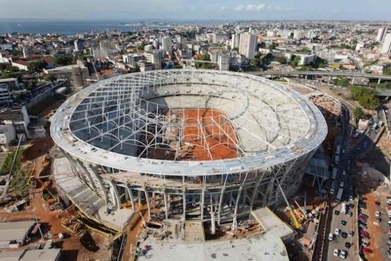 如何在雨林中建造體育場?