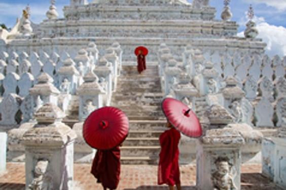 僧侶的紅傘
